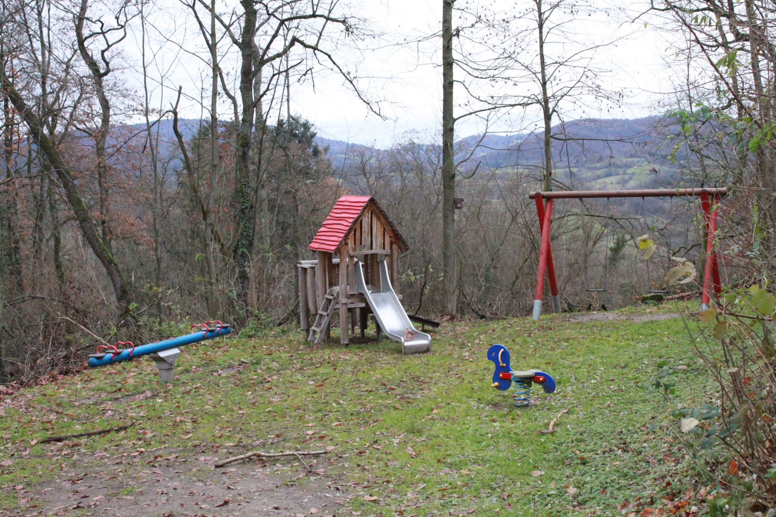 Spielplatz unterhalb vom Turm